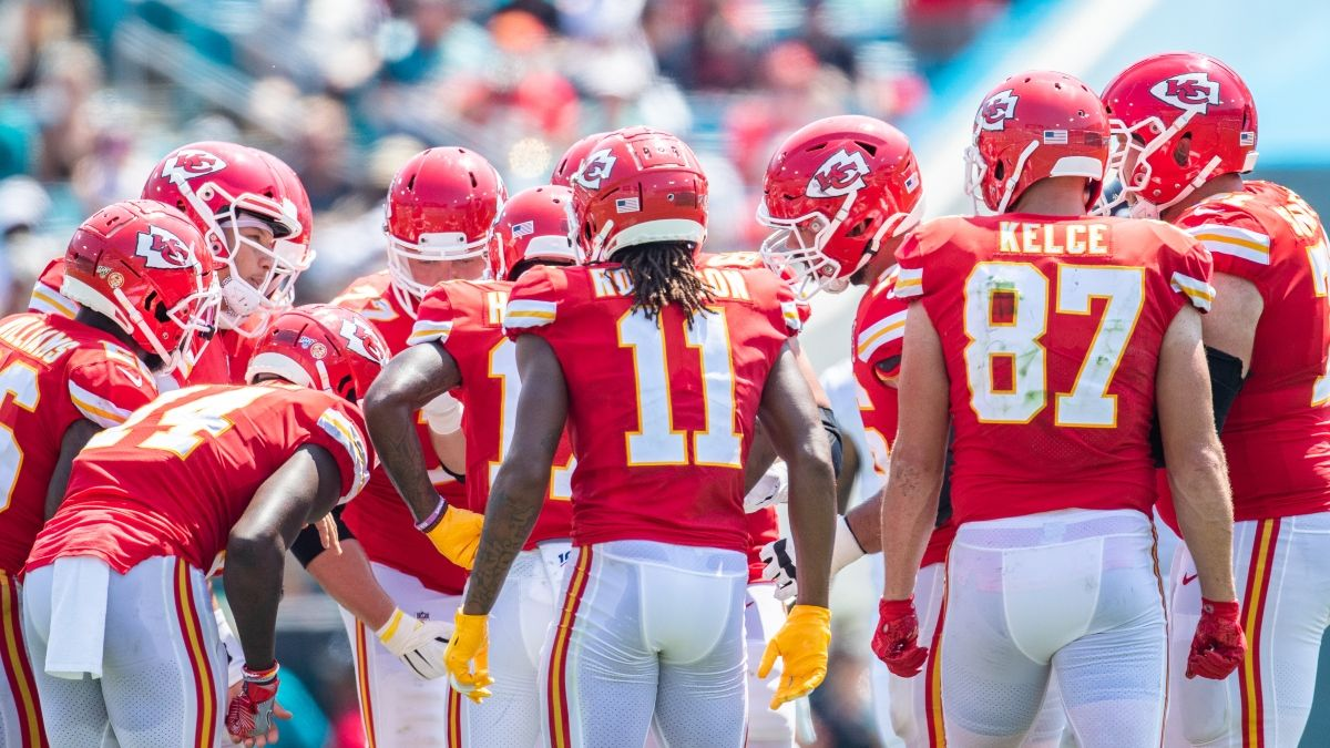 Super Bowl Injury Report: Tracking Latest Chiefs & Buccaneers News article feature image