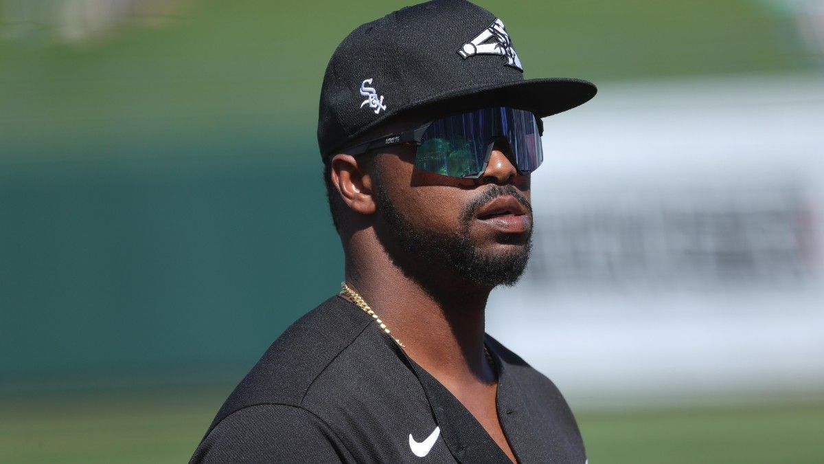 White Sox Eloy Jimenez Out 5-6 Months With Ruptured Left Pectoral Tendon article feature image