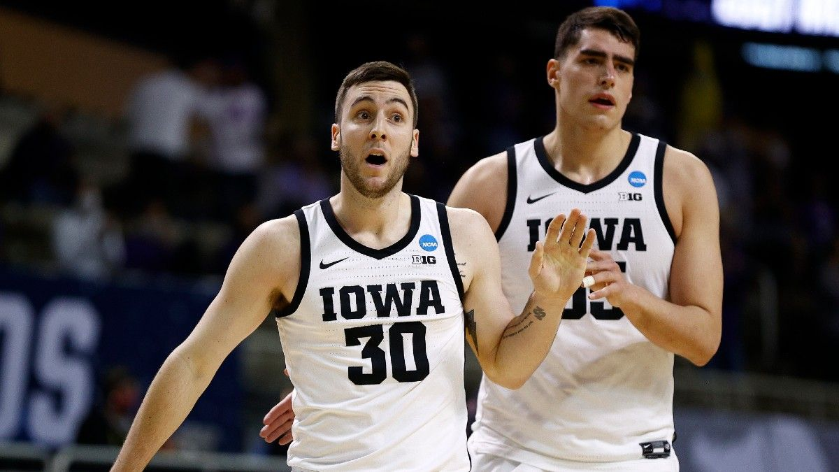 Iowa vs. Oregon Betting Odds & Pick: Value on Over/Under in Second Round of NCAA Tournament article feature image