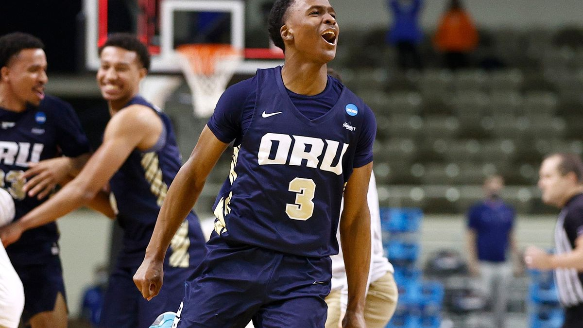 Who Is Max Abmas? How the Oral Roberts Star Is Driving the Golden Eagles' Sweet 16 Run article feature image