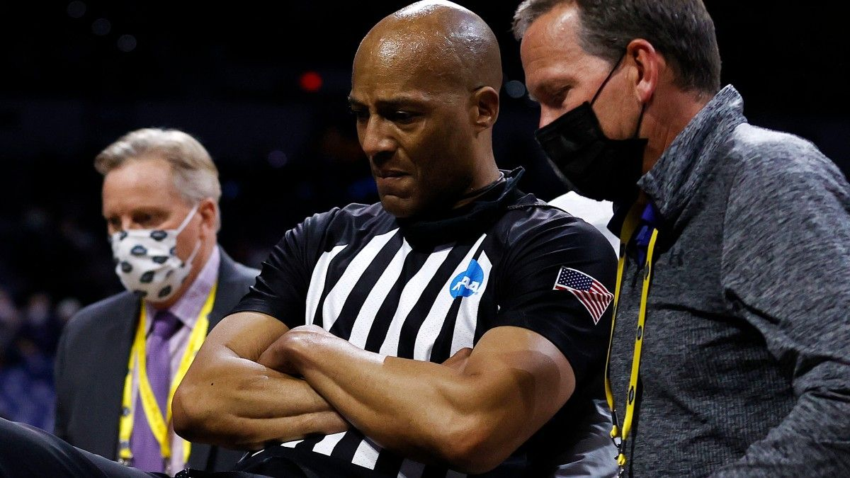 Referee Bert Smith Undergoes Further Evaluation After Collapsing During Gonzaga vs. USC article feature image