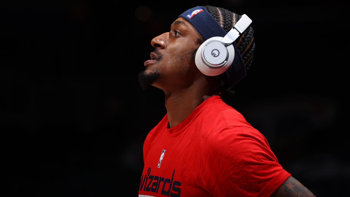 NBA Injury News & Starting Lineups (March 15): Alex Caruso Out, Bradley Beal Expected to Return Monday article feature image