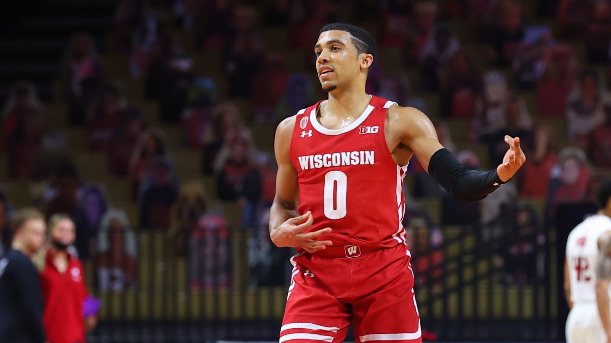 North Carolina vs. Wisconsin Betting Odds: Analysis, Prediction & Betting Pick For 2021 NCAA Tournament article feature image
