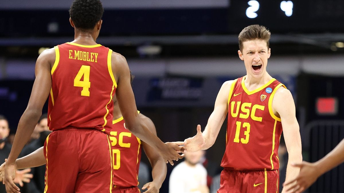 USC vs. Oregon Projected Odds: Our Spread, Total for NCAA Tournament Sweet 16 article feature image