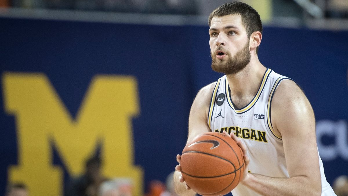 College Basketball Betitng Odds & Picks for Michigan vs. Illinois: Back Wolverines at Big Number (March 2) article feature image