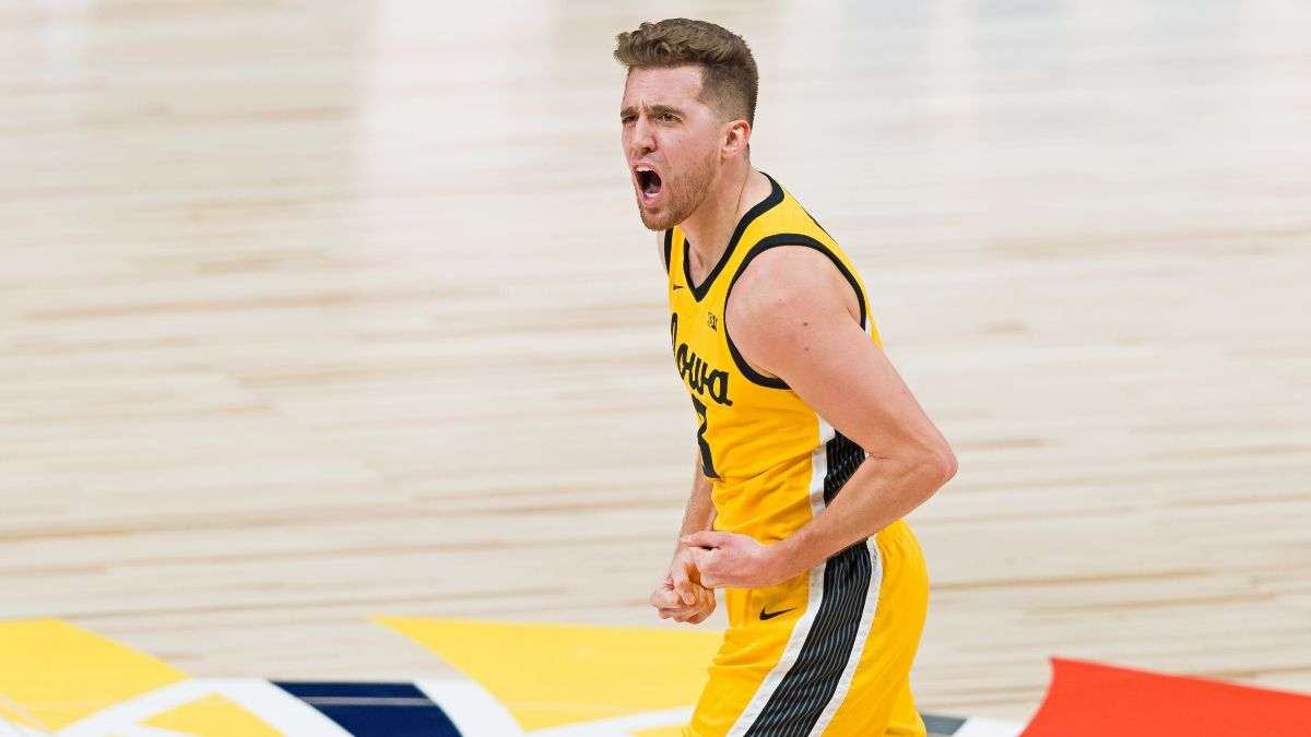Iowa vs. Illinois College Basketball Betting Odds & Pick: Back Hawkeyes to Exact Revenge article feature image