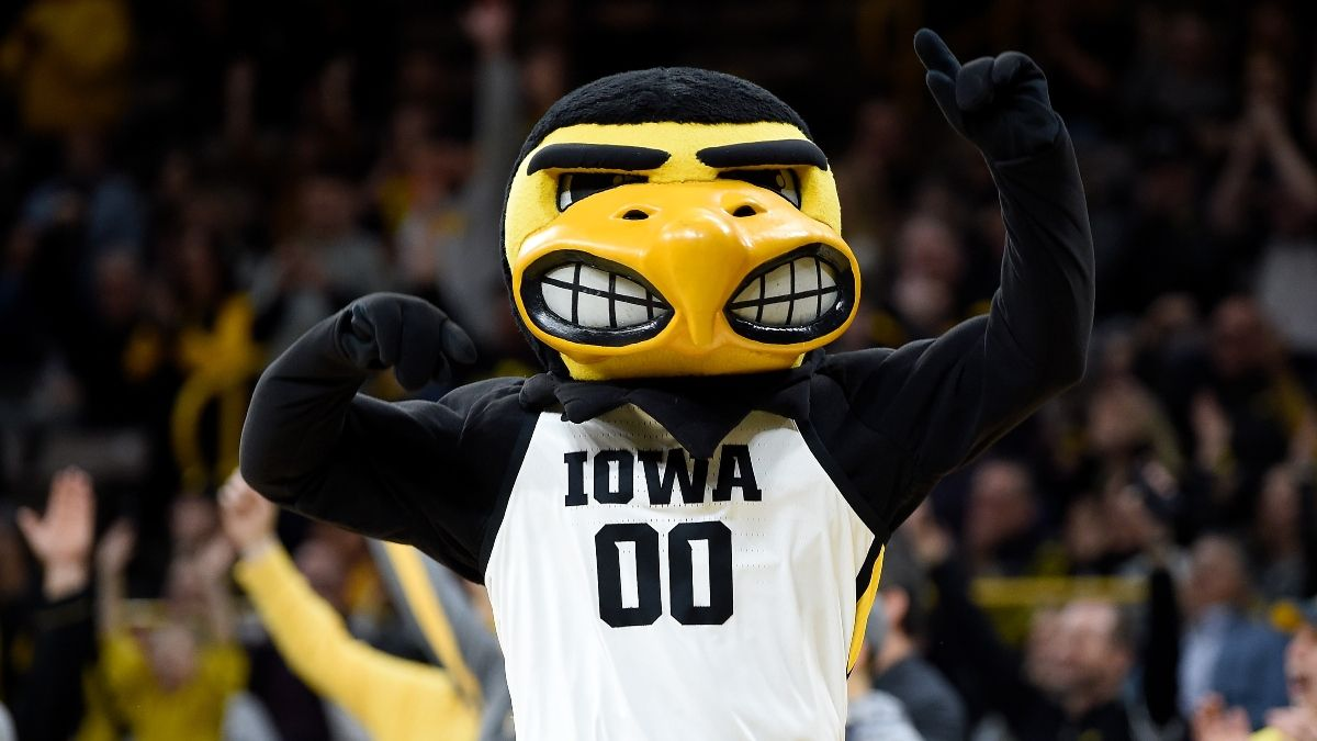 Iowa vs. Oregon Odds, Promo: Bet $20, Get $300 if the Hawkeyes Win! article feature image