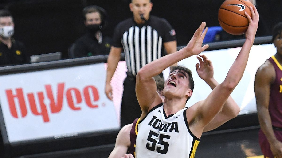 Sunday College Basketball Odds & Pick for Wisconsin vs. Iowa: Back Powerful Hawkeyes on Senior Day article feature image