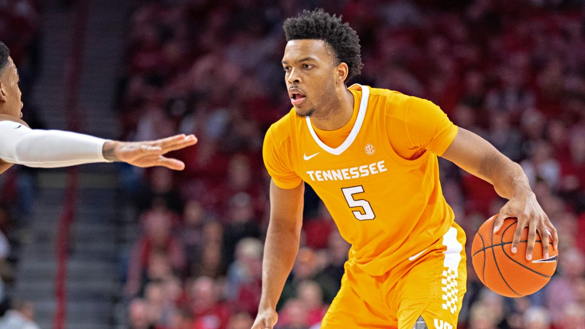 Sunday College Basketball Odds & Picks for Tennessee vs. Florida and Delaware vs. Hofstra (March 7) article feature image
