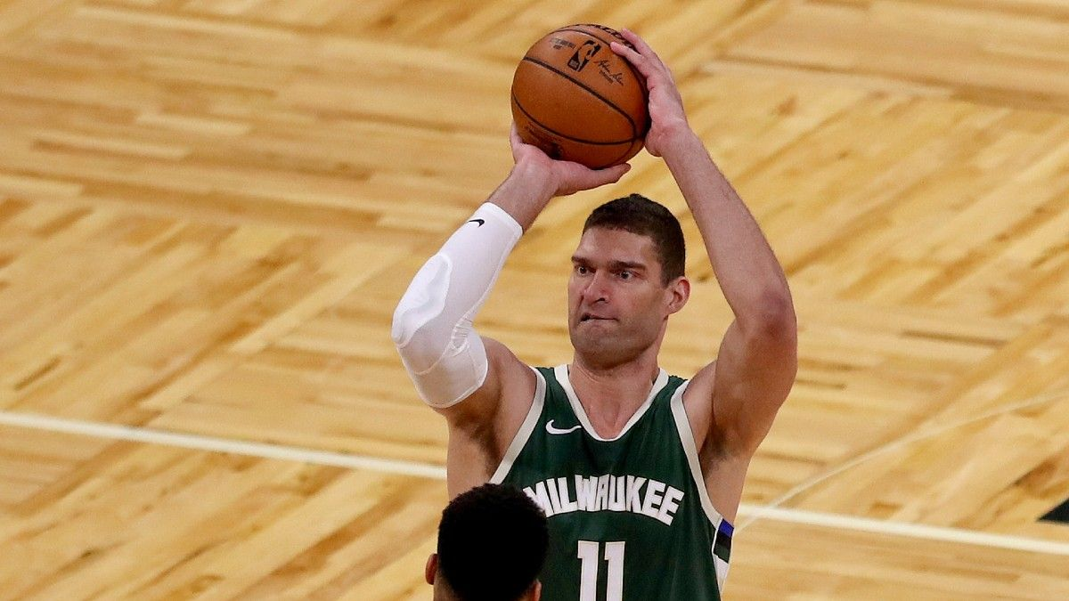 NBA Player Prop Bets & Picks: 3 Best Plays for Monday's Slate, Including Brook Lopez and Kevin Love (April 19) article feature image