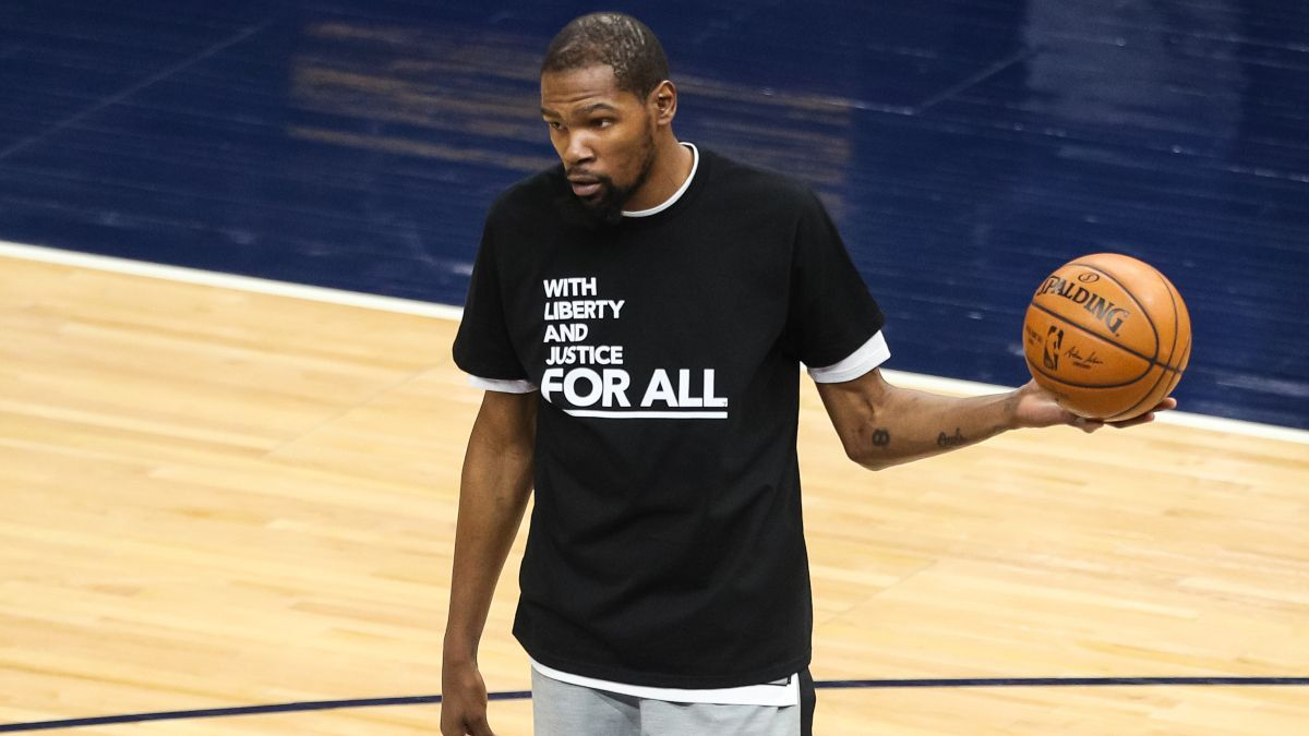 NBA Injury News & Starting Lineups (April 25): Kevin Durant Expected to Play, Domantas Sabonis Doubtful Sunday article feature image