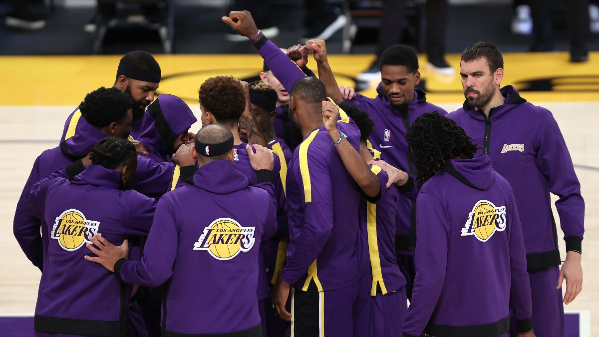 When Should You Bet the Lakers to Win the NBA Title? How Sportsbooks, Bettors Are Preparing for Their Returning Stars article feature image