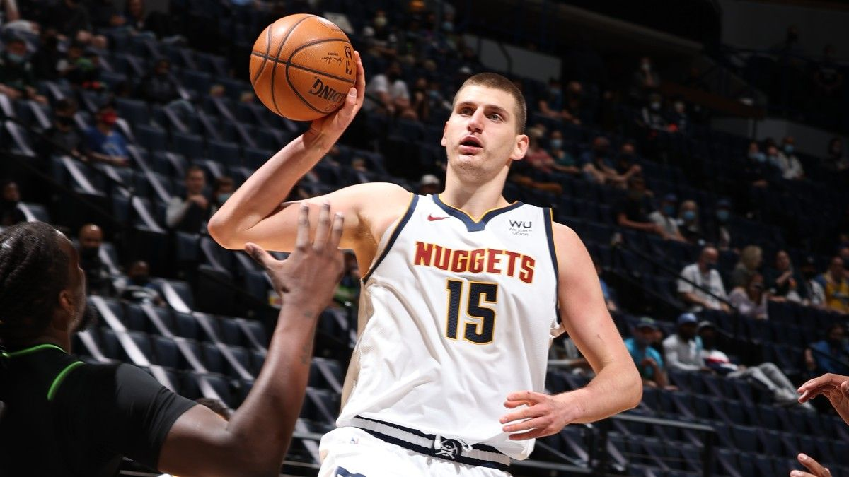 Suns vs. Nuggets NBA Odds & Picks: Sharps Fading Nikola Jokic, Devin Booker In Game 3 article feature image