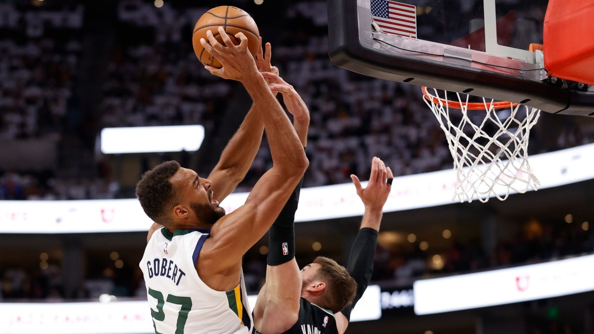NBA Odds, Predictions & Picks For Wednesday's Playoff Games: Hawks vs. Knicks & Grizzlies vs. Jazz (May 26) article feature image