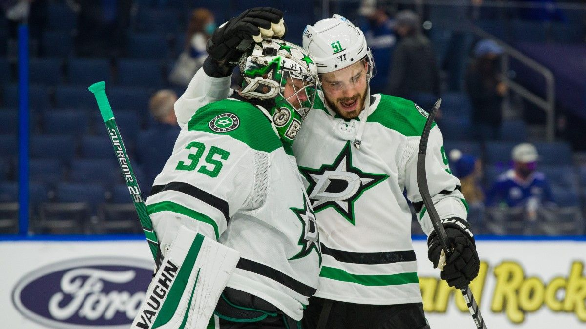 Sunday NHL Odds, Picks, Prediction: Stars vs. Blackhawks Betting Preview (May 9) article feature image