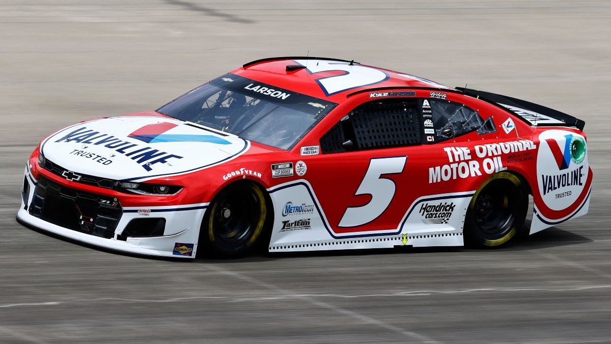 Updated NASCAR at Nashville Odds, Predictions: Larson the Betting Favorite After Qualifying for Sunday's Ally 400 article feature image