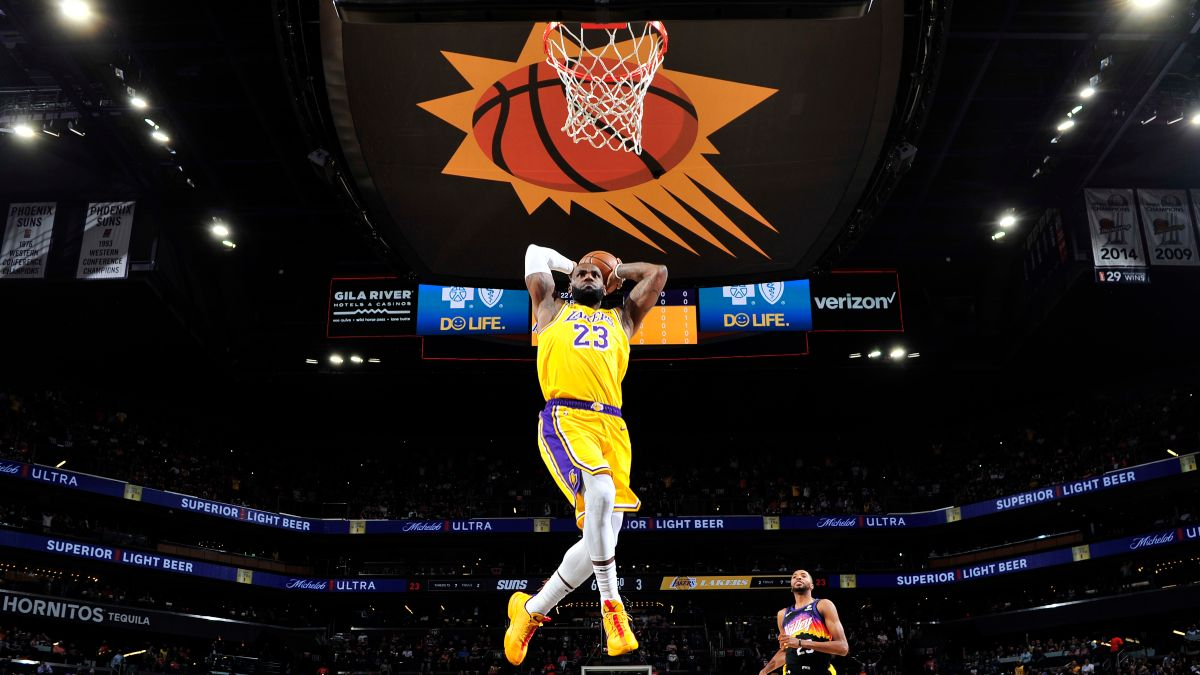 Tuesday NBA Playoffs Odds, Picks, Predictions: Our 4 Best Bets for Lakers vs. Suns, Game 5 (June 1) article feature image