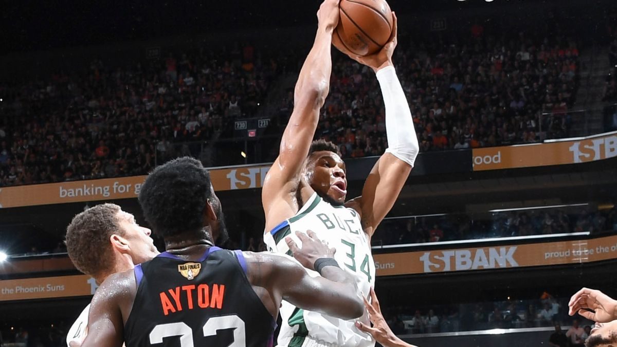 Bucks vs. Suns NBA Betting Odds & Picks: Model Projections Seeing Value On Game 5 Spread (July 17) article feature image