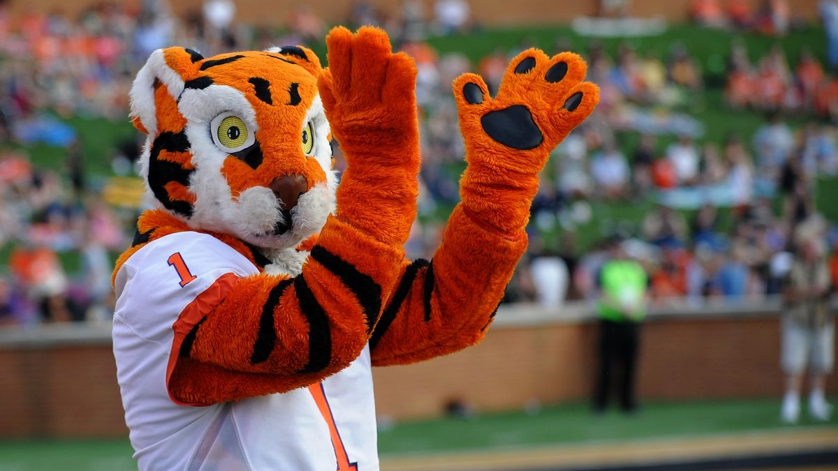 Clemson vs. Georgia Odds, Promo: Bet $20, Win $200 if Your Team Scores a Touchdown! article feature image