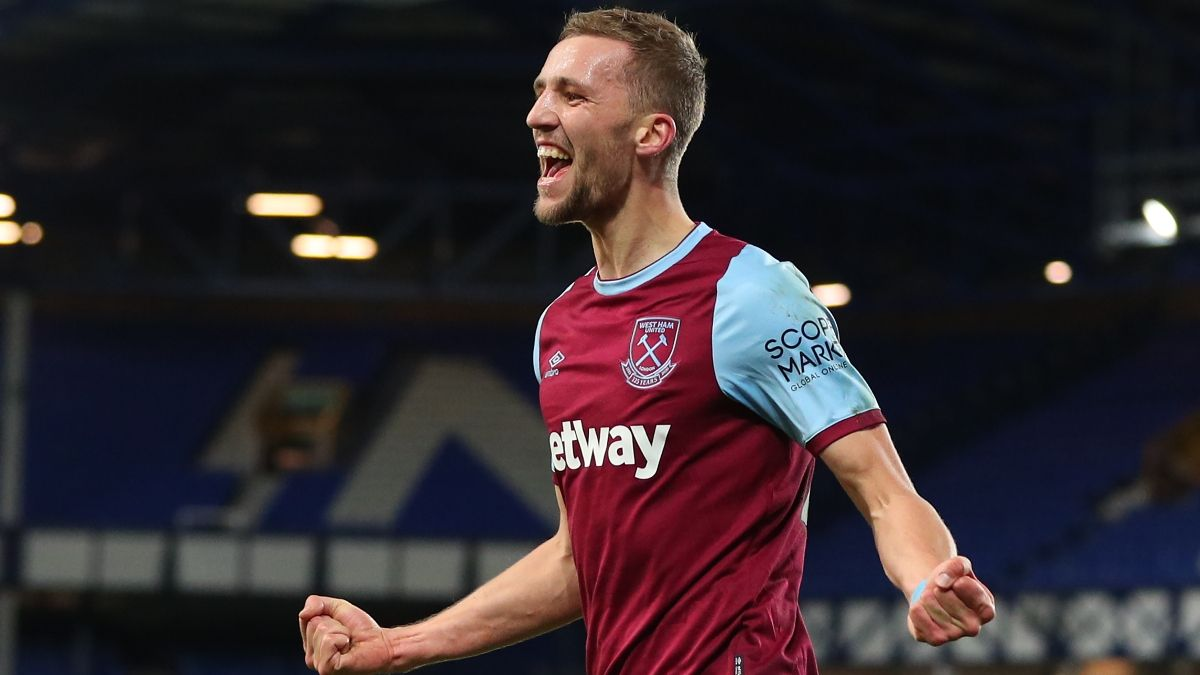Premier League Odds & Pick for West Ham United vs. Manchester United: Hammers Can Top Visiting Man U article feature image