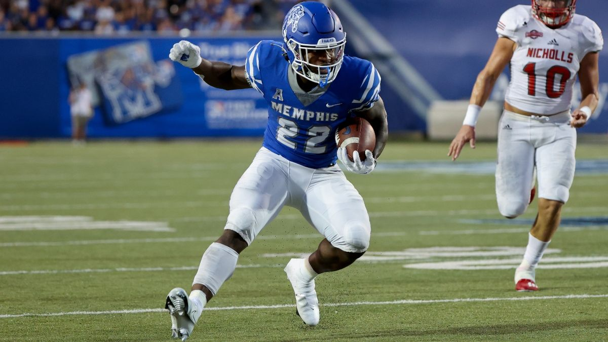 College Fantasy Football Waiver Wire Adds: The Priority Players to Pick Up for Week 3 article feature image