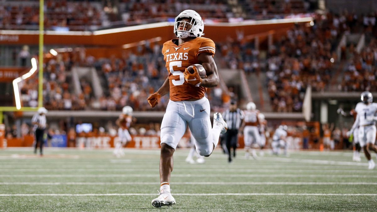 College Football Odds, Picks, Predictions for Texas Tech vs. Texas: Saturday Betting Guide for Big 12 Contest (Sept. 25) article feature image