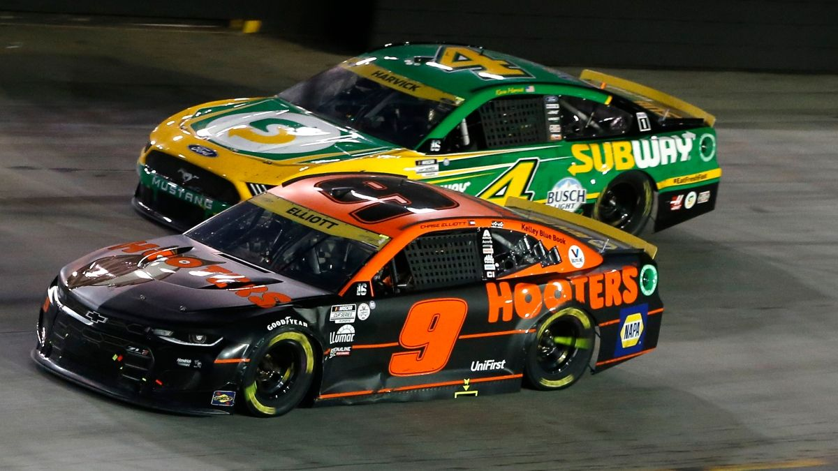 NASCAR South Point 400 at Las Vegas Pick: How To Bet Kevin Harvick vs. Chase Elliott on Sunday Night article feature image