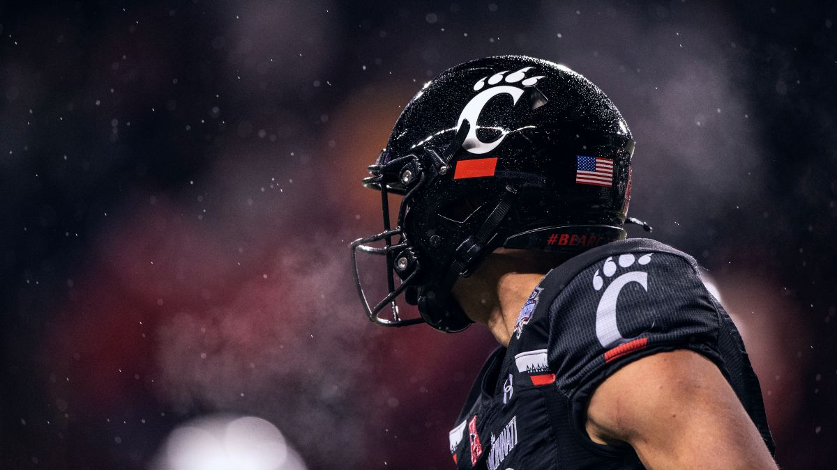 Cincinnati vs. Notre Dame Week 5 Odds & Pick: How Our Experts Are Betting This Top-10 Matchup article feature image