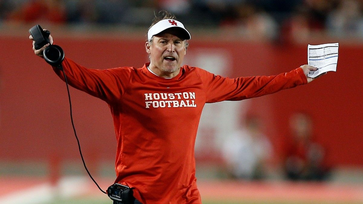 College Football Odds, Picks, Predictions for Navy vs. Houston: How to Bet Saturday's AAC Matchup (Sept. 25) article feature image