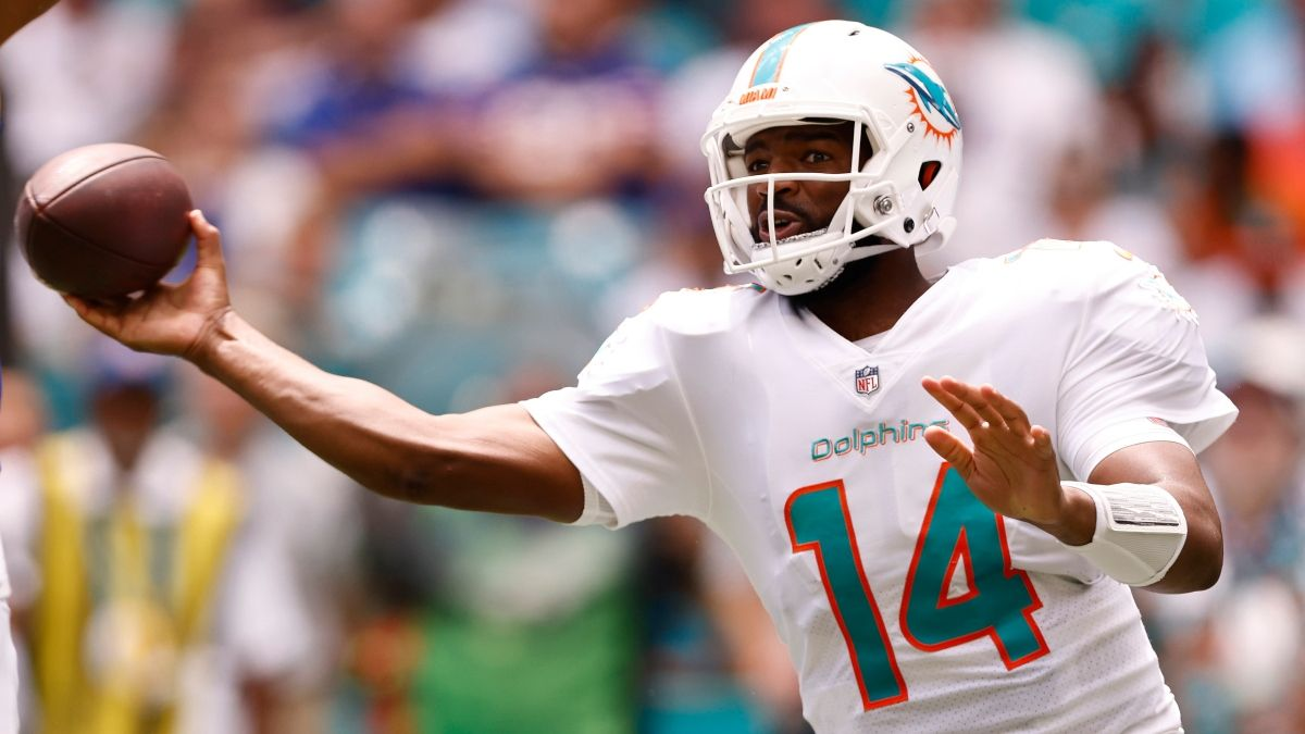 Dolphins vs. Raiders NFL Betting Model Prediction, Pick: How To Bet Sunday's Week 3 Game With Jacoby Brissett Starting article feature image