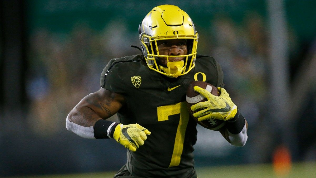 Week 4 College Football Odds, Picks, Predictions: Our Top Arizona vs. Oregon Bet for Saturday (Sept. 25) article feature image
