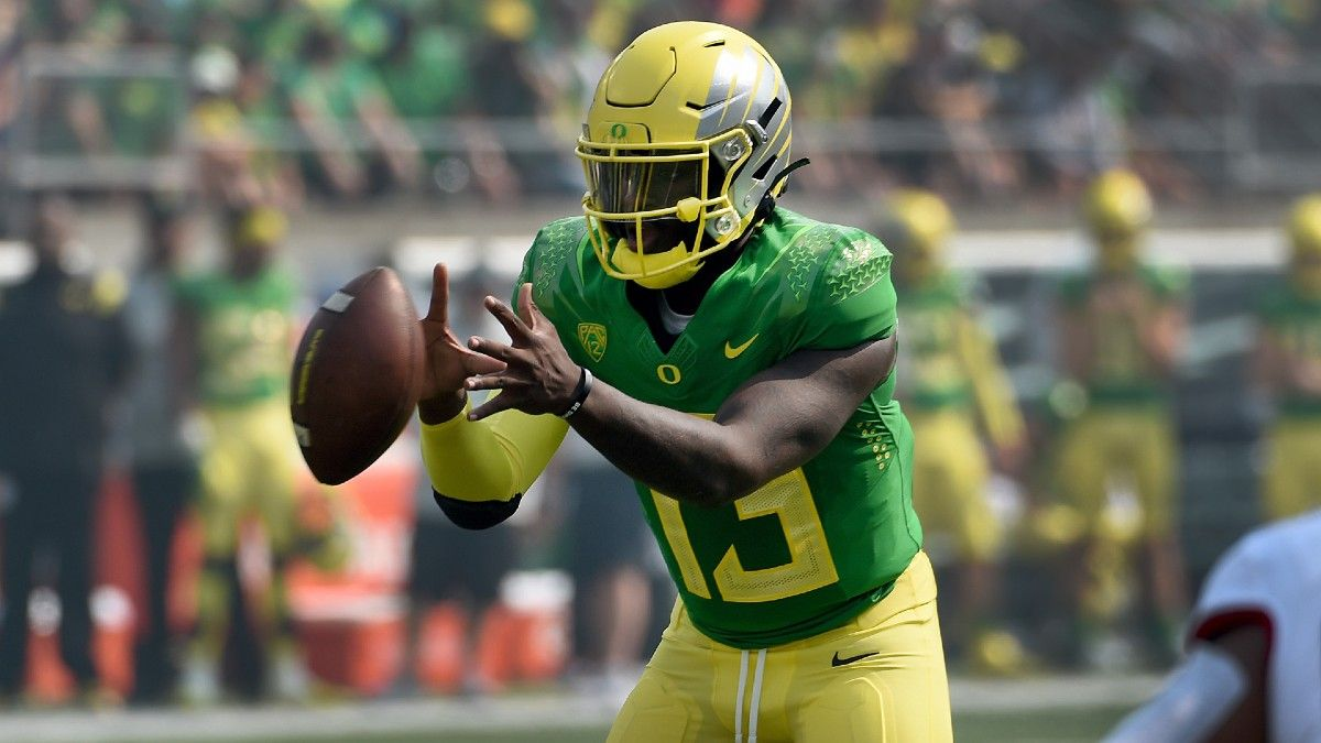 Oregon vs. Arizona Odds, Picks, Predictions: Betting Edge on Total in Lopsided Pac-12 Matchup (Saturday, Sept. 25) article feature image