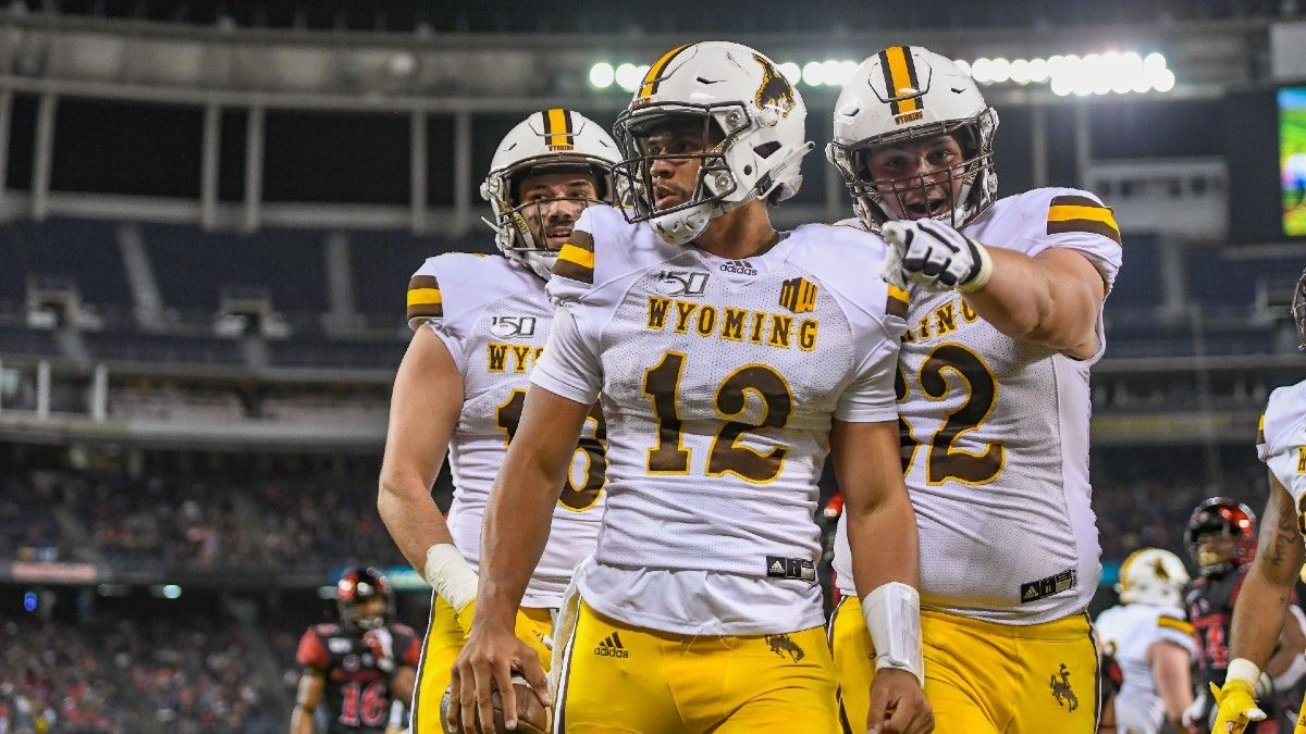 College Football Odds & Picks for Wyoming vs. UConn: Why The Under Is The Play article feature image