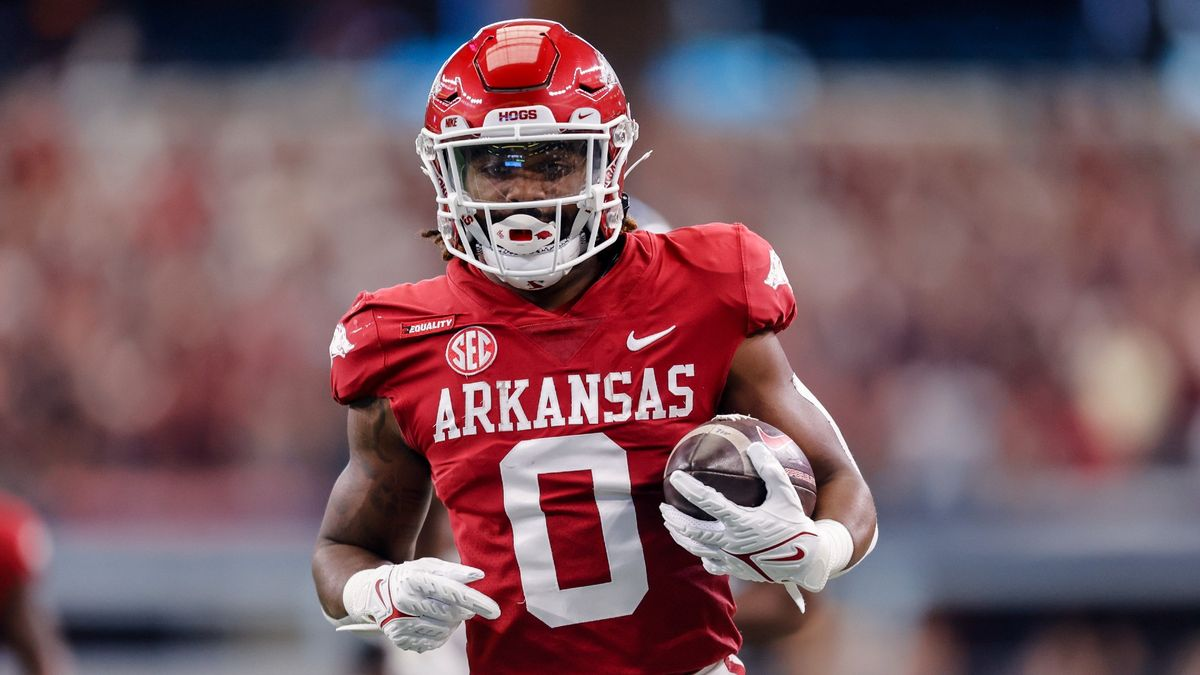 College Football Odds, Picks, Preview for Arkansas vs. Ole Miss: How to Bet Saturday's Early SEC Showdown (Oct. 9) article feature image