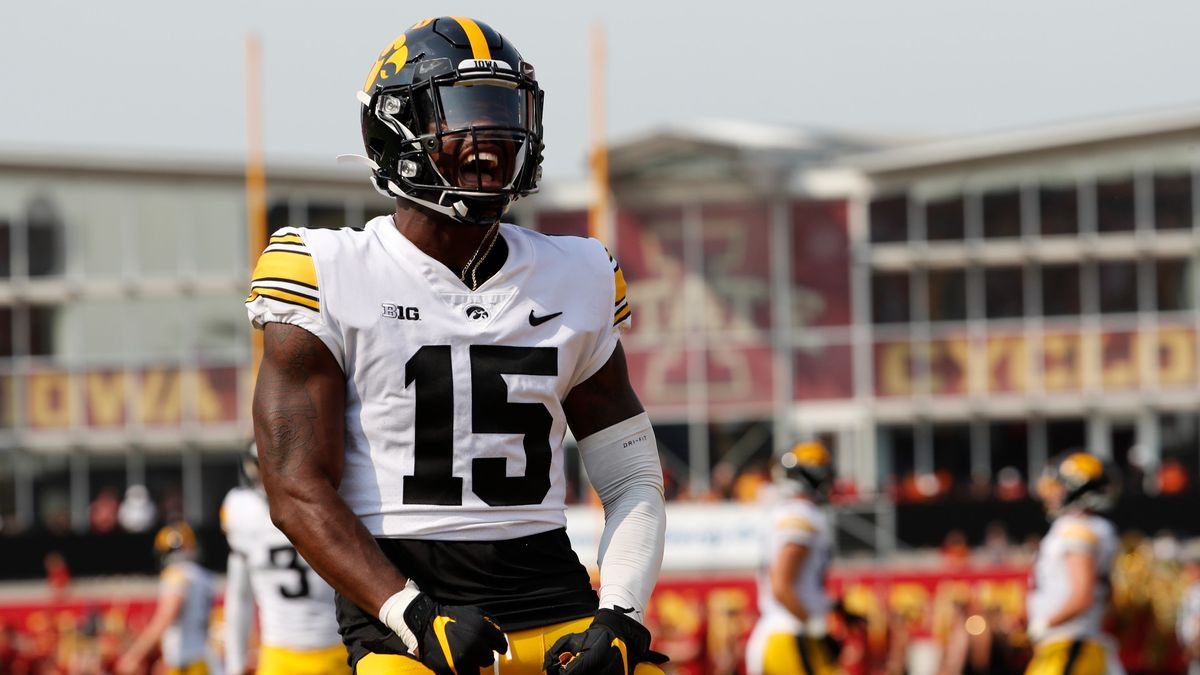 Penn State vs. Iowa College Football Odds, Picks, Preview: Your Betting Guide For The Game of The Week article feature image