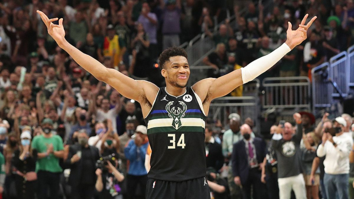 Anderson: Why Giannis Antetokounmpo Is the Only Preseason MVP Bet to Make article feature image