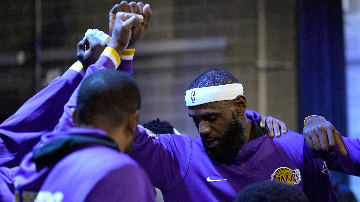 Los Angeles Lakers NBA Win Total Odds & Pick: Can LeBron James & L.A. Lead the Western Conference? article feature image