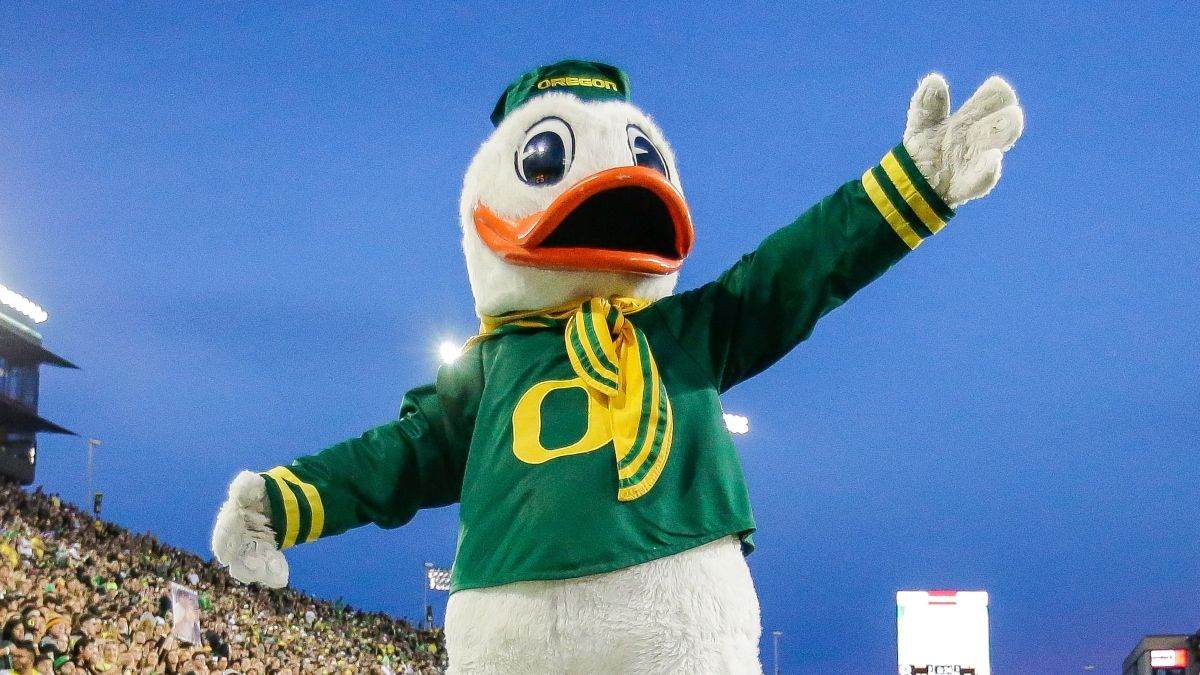 Oregon vs. California Odds, Promos: Claim Hundreds FREE in Sportsbook Offers Friday! article feature image
