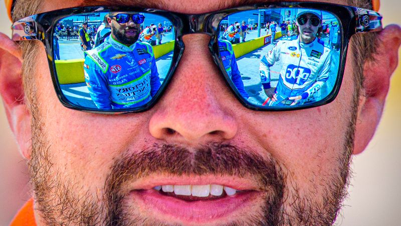 NASCAR South Point 400 Matchup Odds, Picks: 2 Ford Drivers Worth a Bet article feature image
