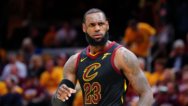 3 NBA Props for Monday: LeBron Over/Under 33.5 Points? article feature image