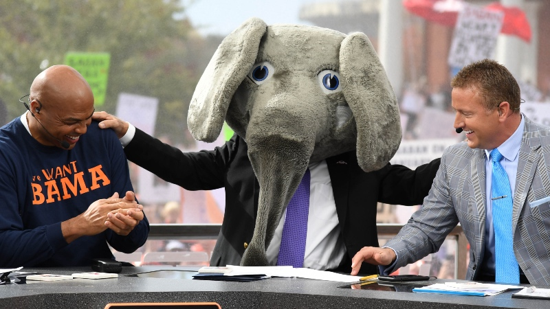 College Football Betting Tip: Fade Lee Corso's Headgear Pick article feature image