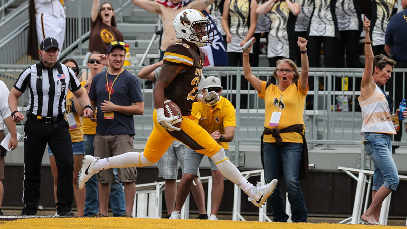 Wake and Rake: Sharps Quietly Pounding Wyoming-New Mexico State article feature image