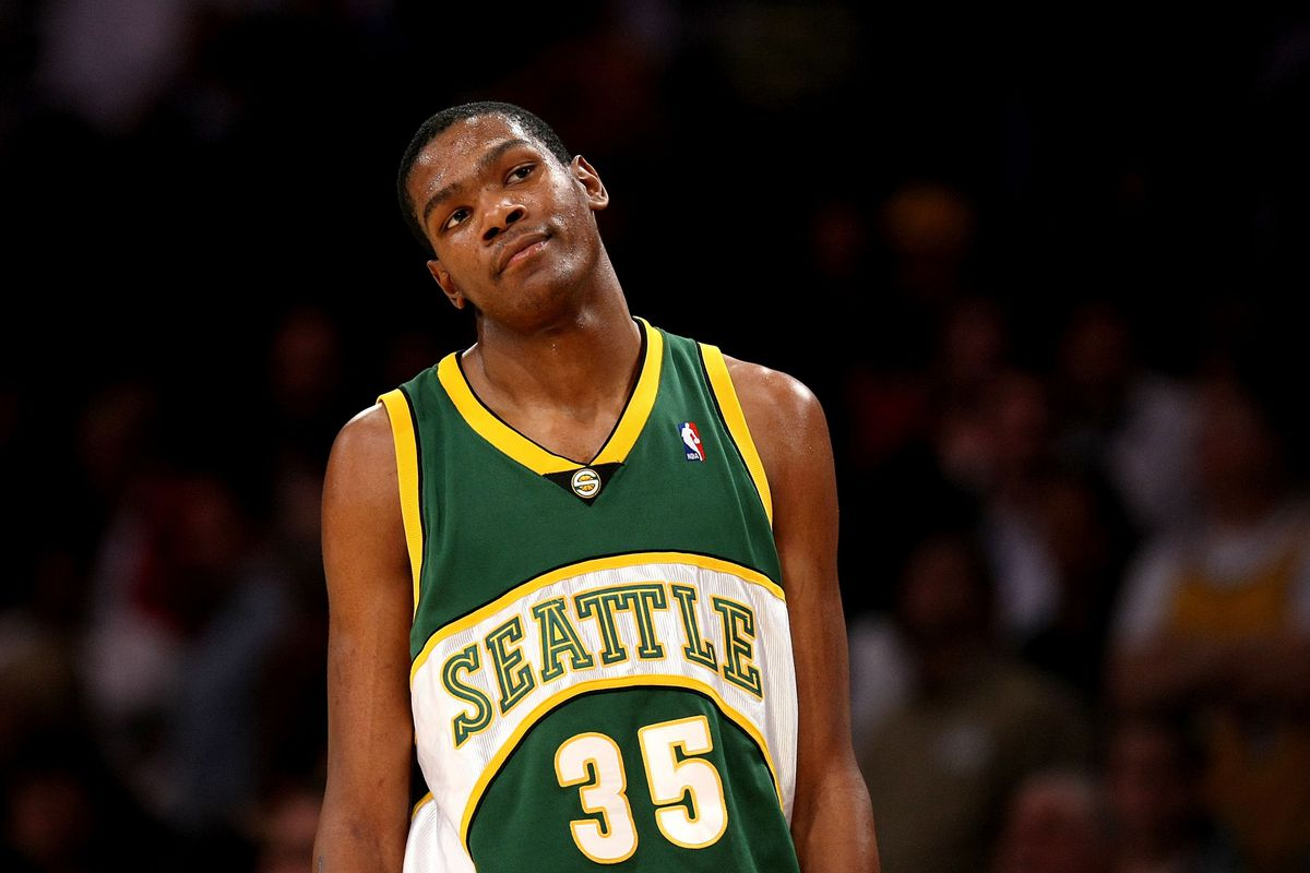 e10c10776 Kevin Durant Lights Up Key Arena in Return to Seattle