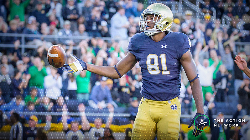 College Football Sharp Report: Pros Betting Notre Dame-Northwestern, 4 Other Games article feature image