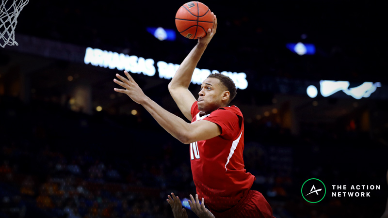 Friday's CBB Betting Previews: Austin Peay-Arkansas, Illinois-Chicago-Wright State article feature image