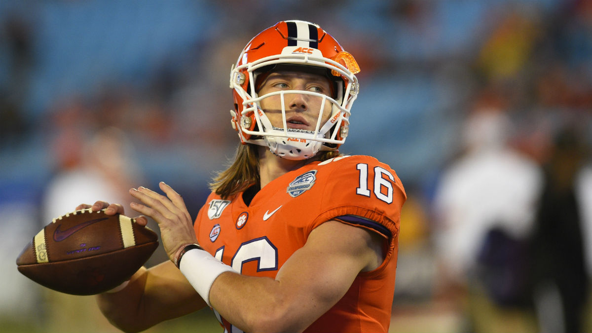 2020 Heisman Odds Tracker: Justin Fields, Trevor Lawrence Lead the Way article feature image