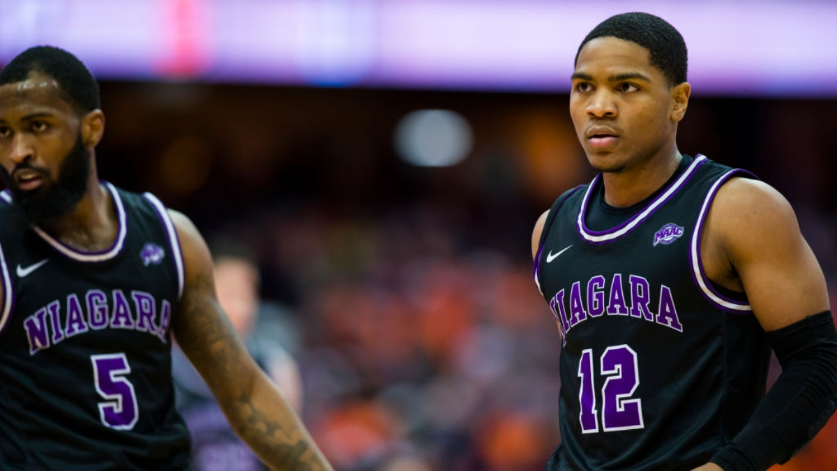 Random College Basketball Sharp Action Alert: Pros Betting Niagara-Quinnipiac article feature image