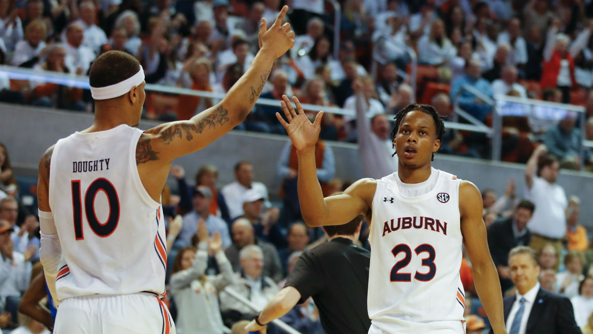 25 College Basketball Injuries Bettors Need to Know on Saturday article feature image