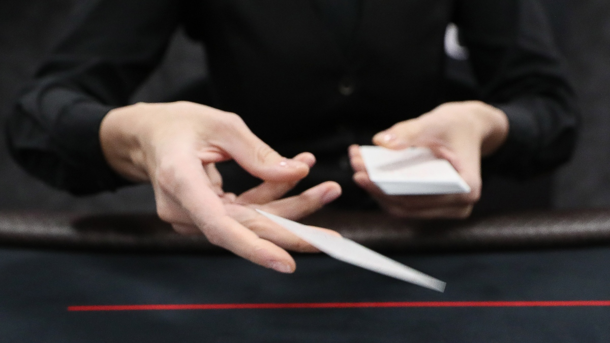 How To Play Heads Up Poker: Strategy & Tips article feature image
