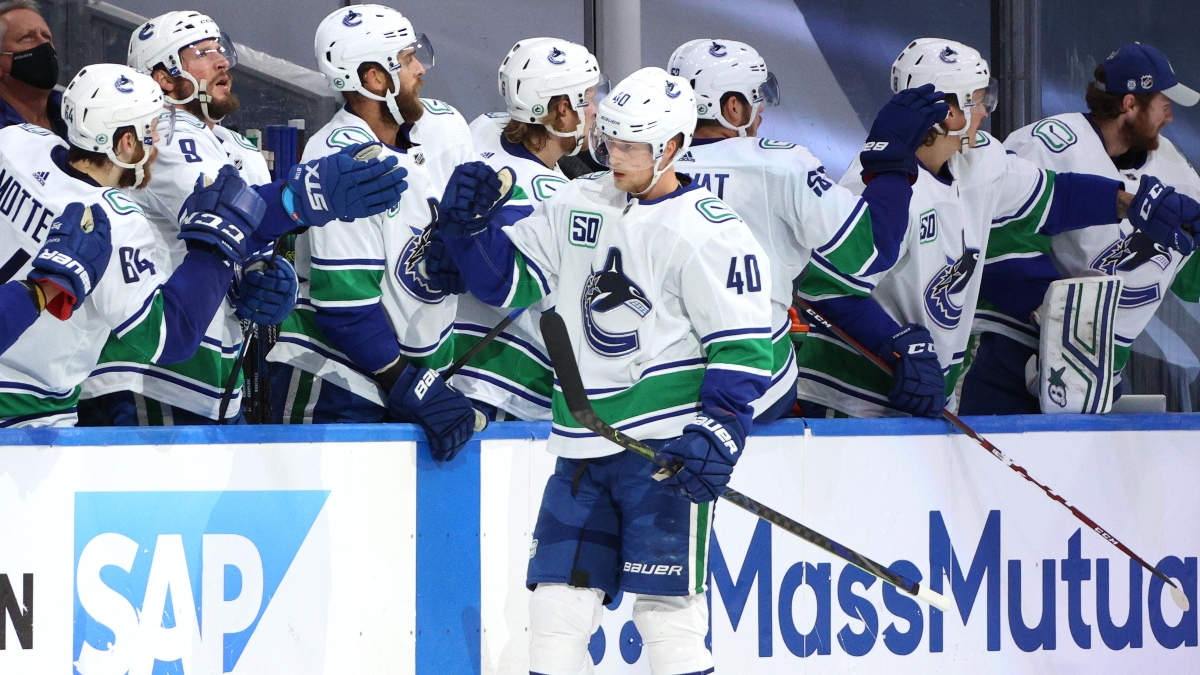Saturday NHL Betting Odds, Picks & Predictions: Golden Knights vs. Canucks Game 3 (Aug. 29) article feature image